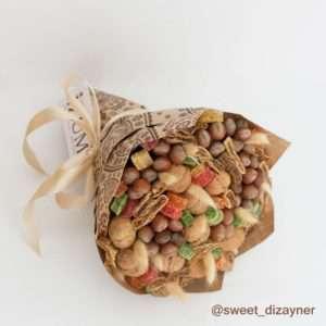 Букет из орехов и инжира